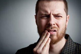 Облегчает зубные боли чистотелом
