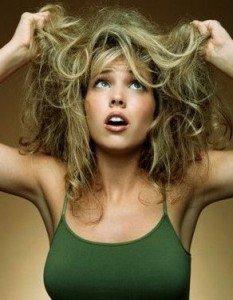 Электризуются,  пушатся волосы . Что делать ?